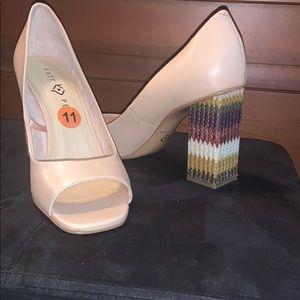 Opened toe chunky heels